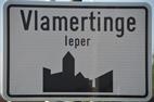 Inhuldiging monument  (en ereperk) ter nagedachtenis van alle oud-strijders en oorlogsslachtoffers van beide Wereldoorlogen uit Vlamertinge