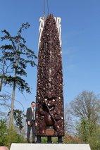 Zonnebeke: Acht meter hoog Māori monument in Zonnebeke geplaatst - 16/04