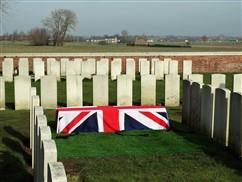 Zillebeke: Herbegraving van Soldaat Thomas Telford Edmundson (Durham Light Infantry) - 14/03