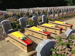 De Panne: Herbegraving van 4 Belgische soldaten: De Panne - 01/07