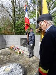 Diksmuide: Korte herdenking aan het Gedenkteken ter nagedachtenis van admiraal Ronarc'h en de marine-fuseliers  - 27/04