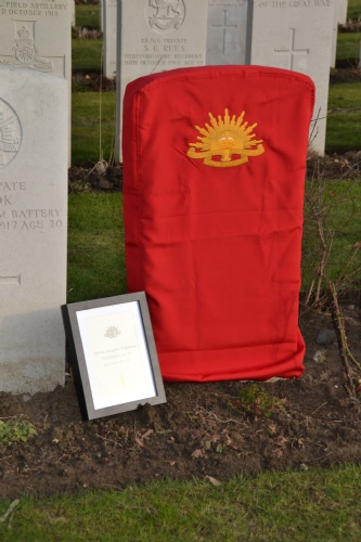 Zillebeke: Rededication headstones for 2 Australian soldiers (Frank Mahieu) - 27/01