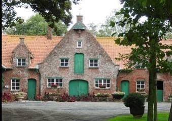 Vlaanderen beschermt wederopbouwhoeves